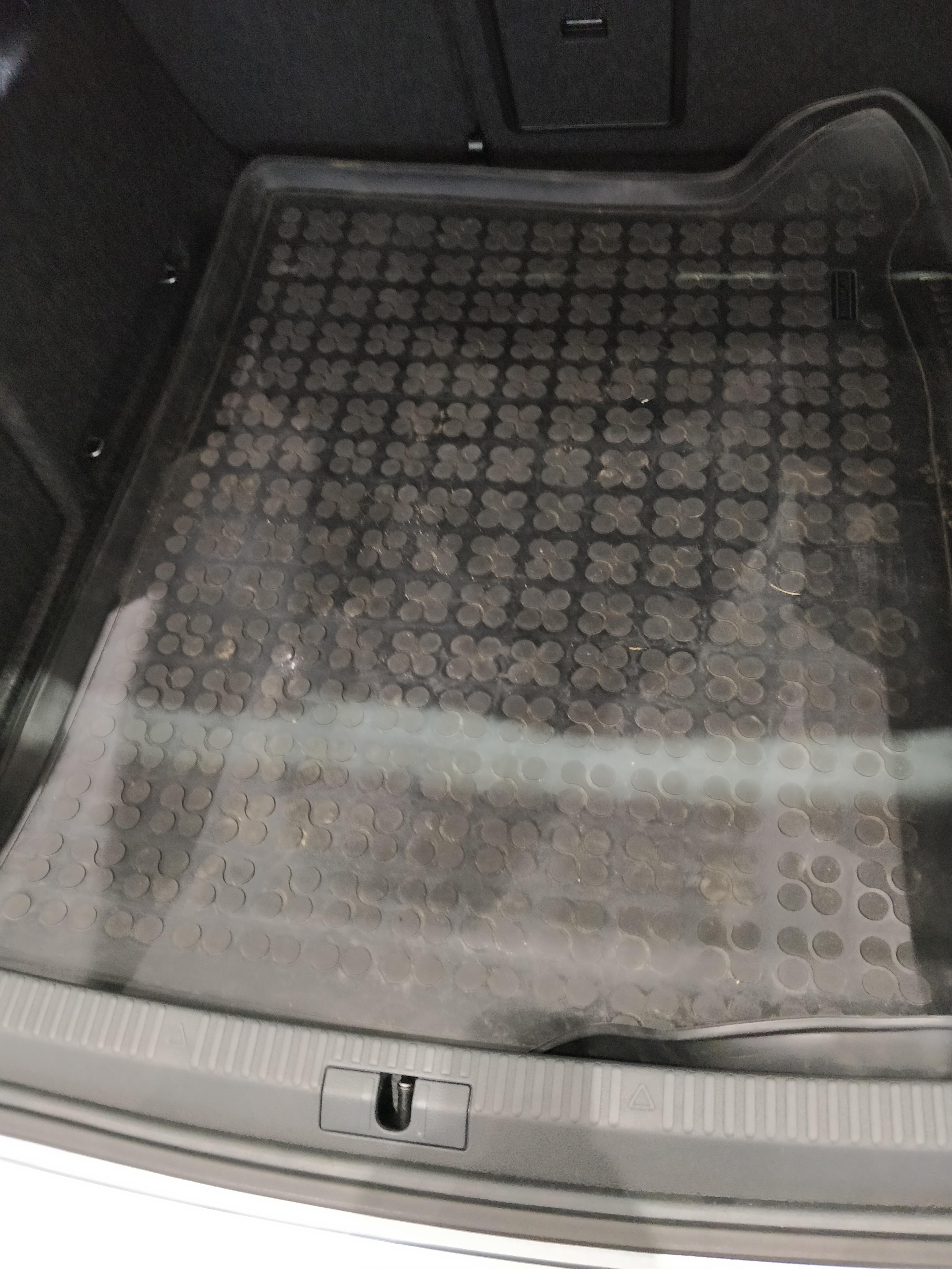 Volvo XC60 Boot Mat in Skoda Superb Hatch